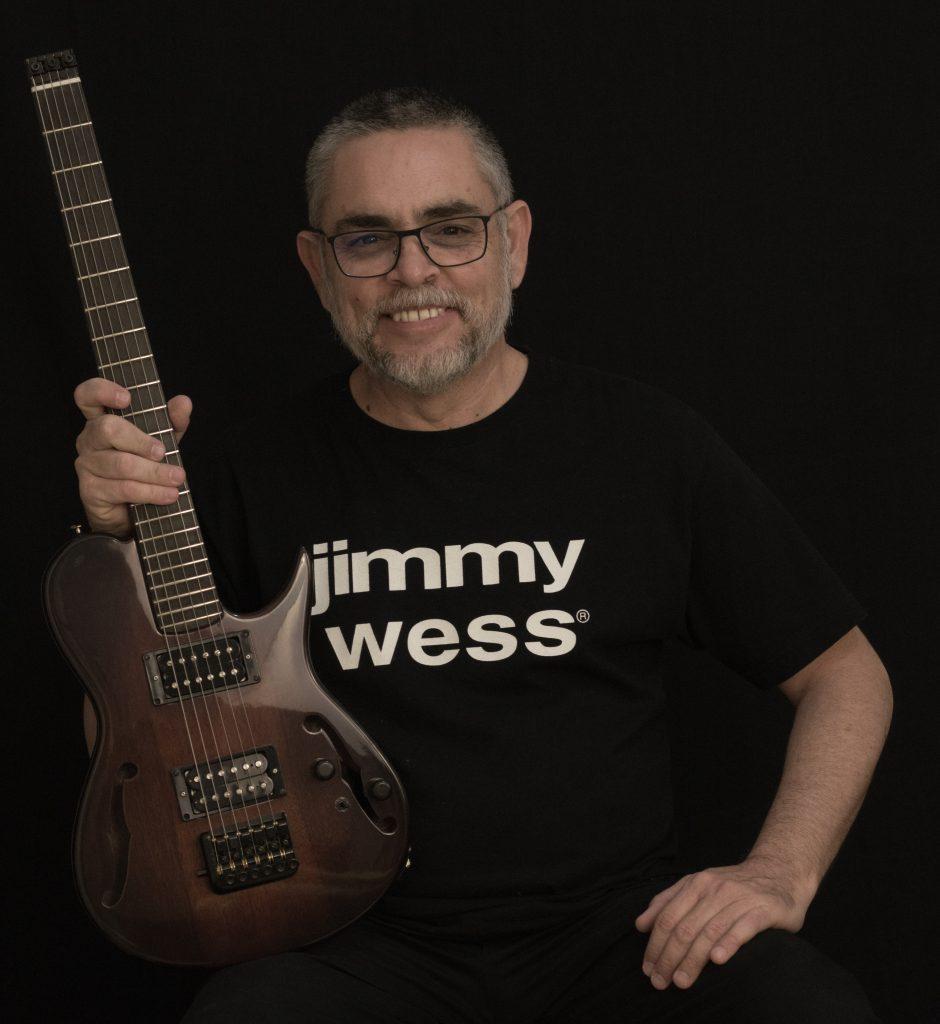 Emmanuel Mora - Guitarrista en Grupo de fusión Xamán, Pure Desmond y en Ensamble de Jazz de la Universidad Autónoma de Campeche.