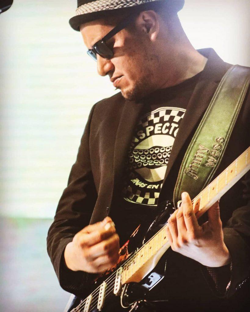 Fabián Domínguez (Dee) - Guitarrista de Inspector.