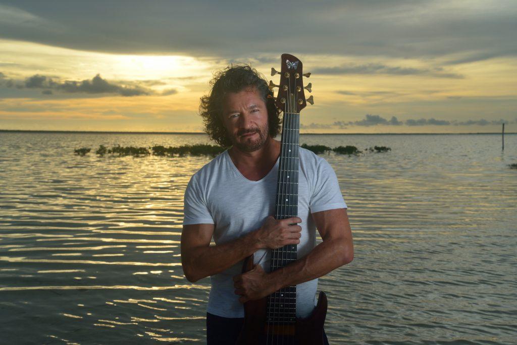 Hiram Gómez - Bajista, compositor y arreglista.