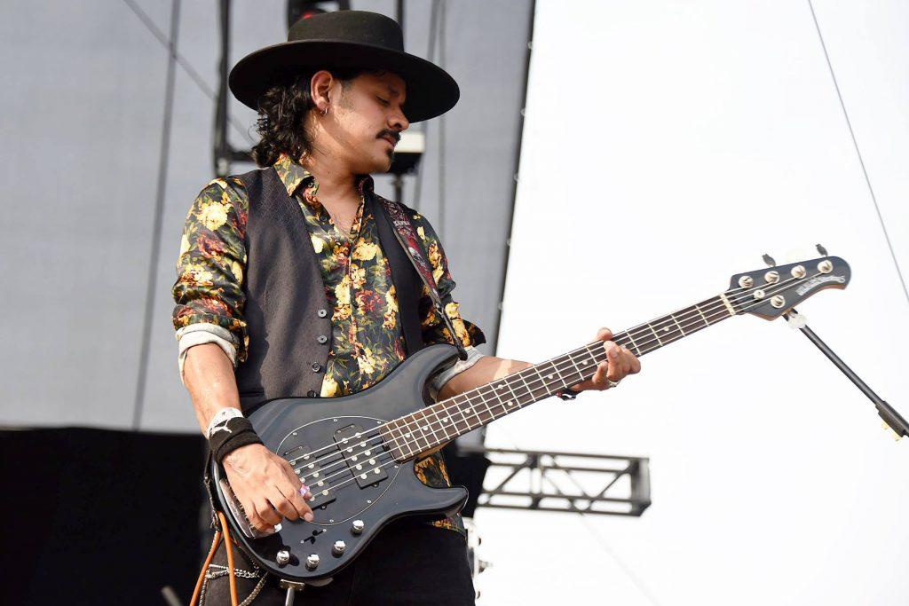 Juan Morales Bajista en San Pascualito Rey / Sixto y los Venganza